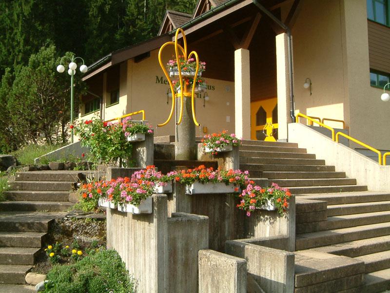 Mehrzweckhaus Baumeli Eingangsbereich